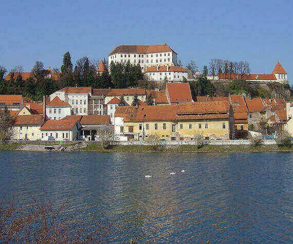 Tradicionalne slovenske jedi v središču najstarejšega slovenskega mesta 1