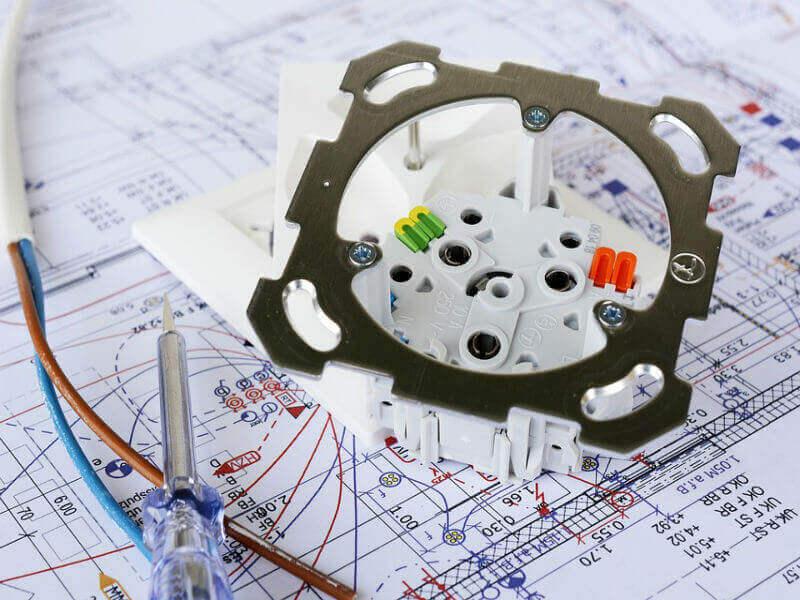 Popravila in vzdrževanje elektricnih instalacij