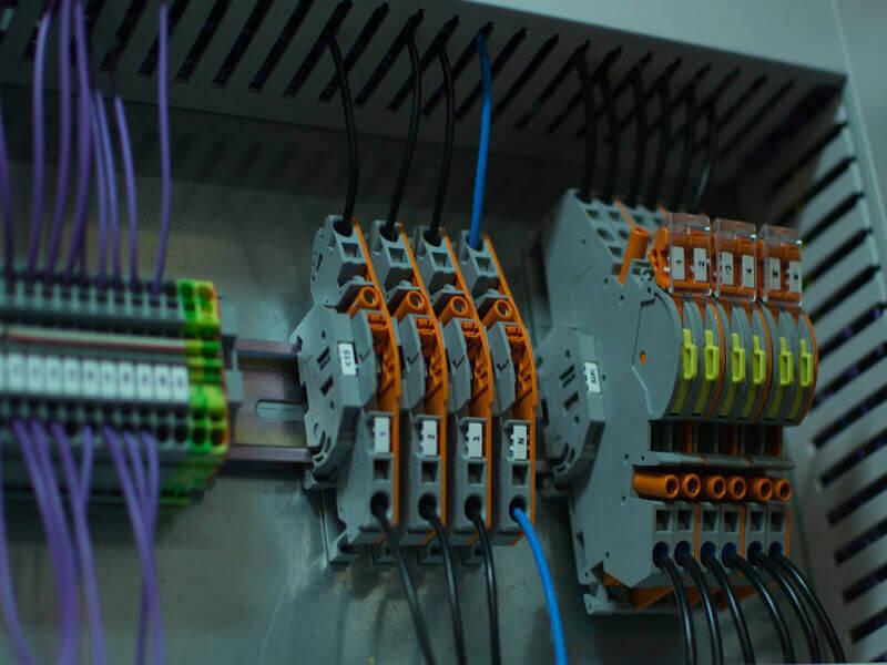 Popravila in vzdrževanje elektricnih instalacij 2