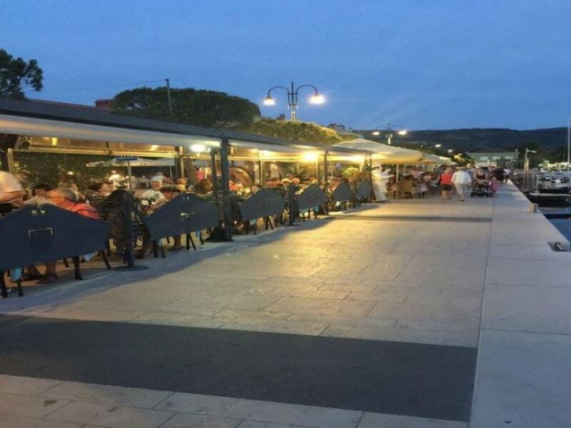 Ribja restavracija s pogledom na izolsko marino 2