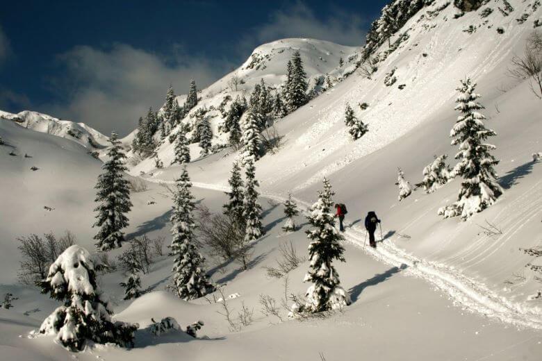 Julijske Alpe v štirih vodnikih in pod snežno odejo foto Manca Ogrin 1