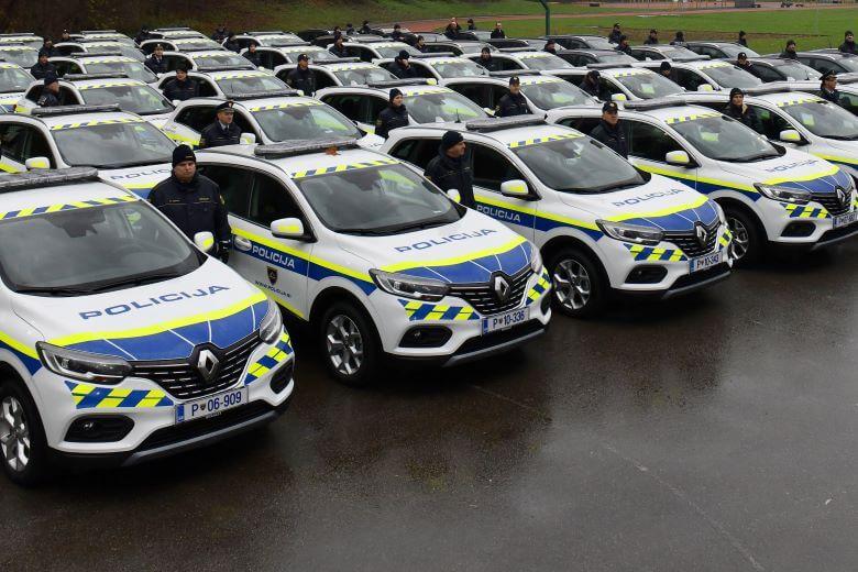 Policija bo kriminalce migrante in pijane voznike lovila z novim voznim parkom