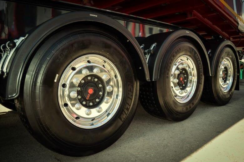 Spodbude za varčne pnevmatike se zdijo premajhne