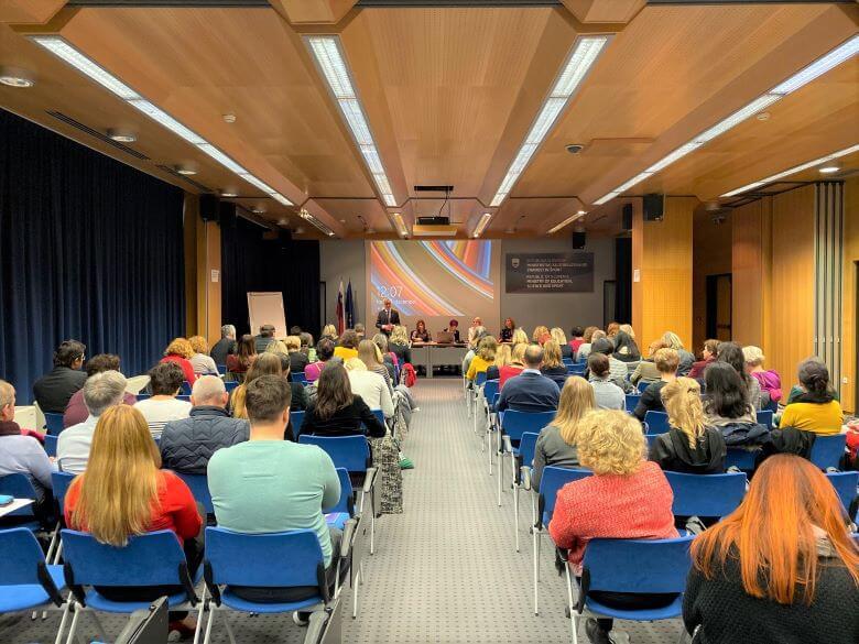 Slovenski šolarji so nadpovprečno pismeni in podpovprečno nasilni