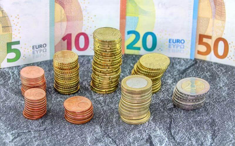 Gospodarstvo letos z negativnimi številkami prihodnje leto bo že precej bolje