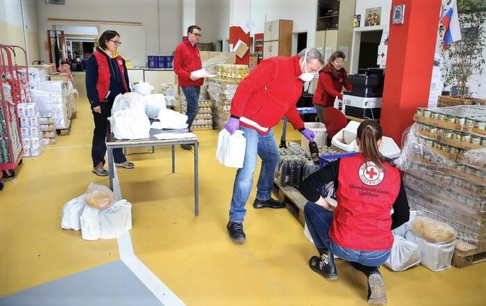 Rdeči križ Slovenije potrebuje pomoč da bo lahko še naprej pomagal ljudem
