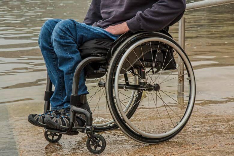 Komisija EU mora pripraviti novo Evropsko strategijo o invalidnosti