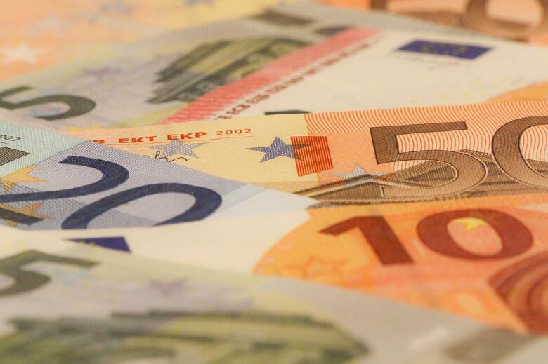 Slovenski primanjkljaj je julija narasel za najmanj 200 milijonov evrov