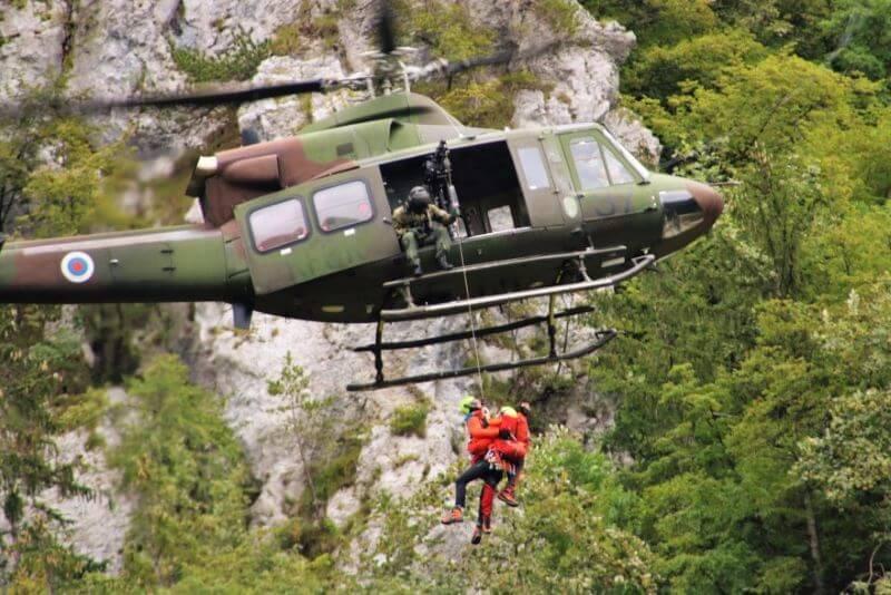 Obeta se novo zavarovanje za primer reševanja s helikopterjem v gorah