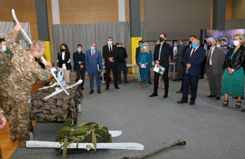 Srečanje veleposlanikov kar v vojašnici Edvarda Pepelka
