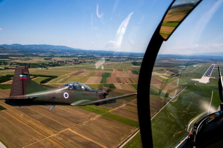 Vojaški letalniki nad južnimi predeli Slovenije
