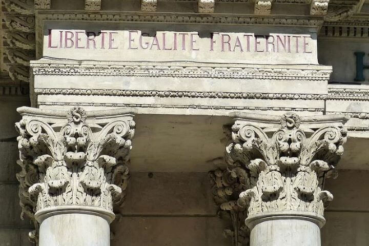 Več kot tri četrt Evropejcev pogojuje sredstva EU s spoštovanjem pravne države