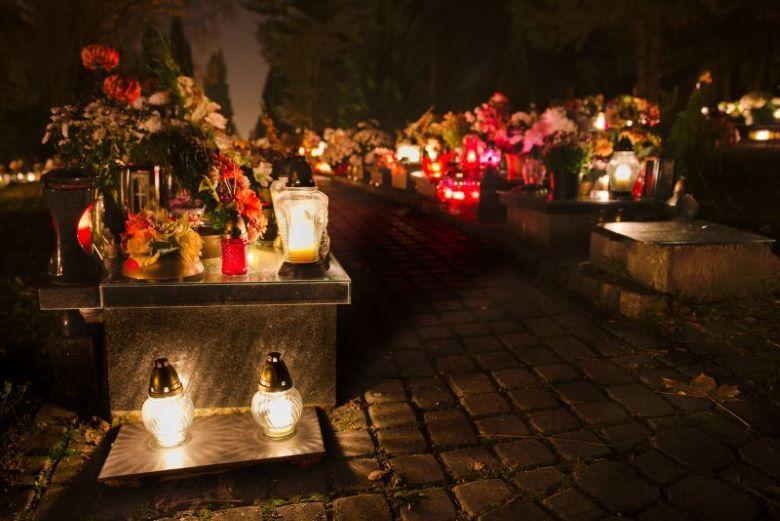Vsi pozivajo k odgovornemu ravnanju z uporabljenimi nagrobnimi svečami