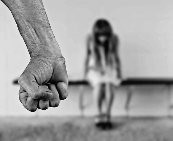 Nasilja nad ženskami in v družinah je vse več