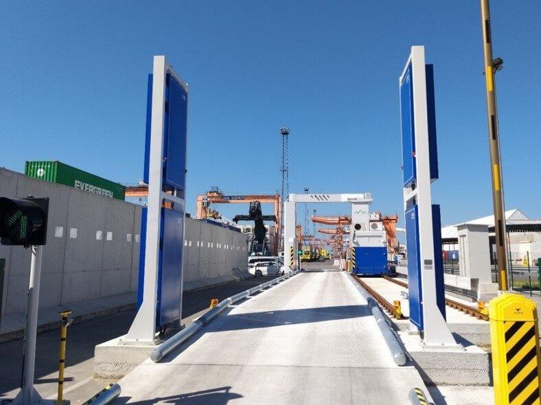 Nov 24 milijona evrov vreden carinski skener v Luki Koper