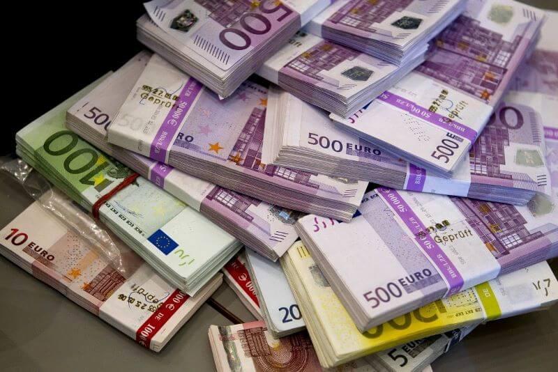 Številke slovenskih javnih financ ostajajo negativne
