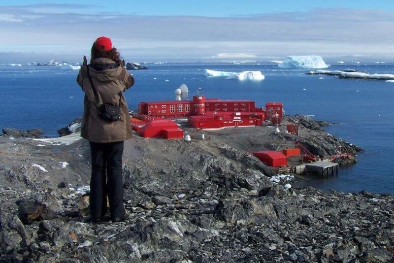 Kljub odprtju mej kaos med šoferji v Dovru okužbe tudi na Antarktiki