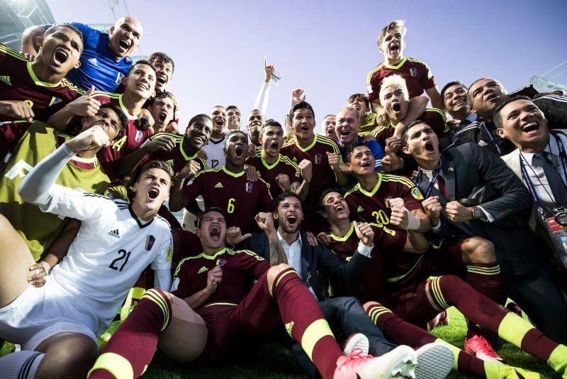 Na božični dan so preložili kar dve svetovni nogometni prvenstvi
