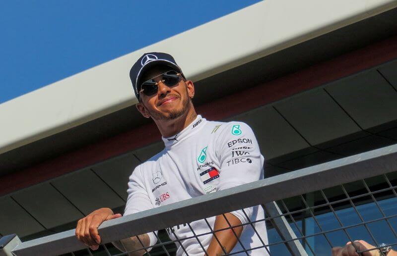 Svetovni prvak Lewis Hamilton bo postal vitez