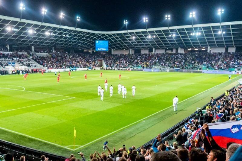 Z gledalci na tribunah bi bilo mladim slovenskim nogometnim upom precej lažje