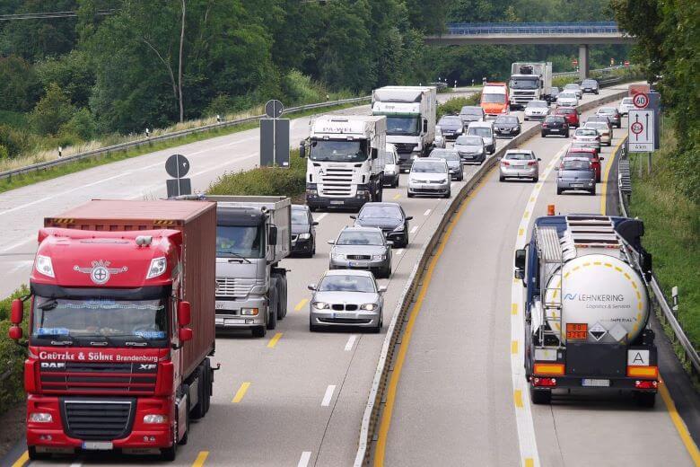 Zaradi izrednih razmer so dovolili cestni tovorni promet med prazniki