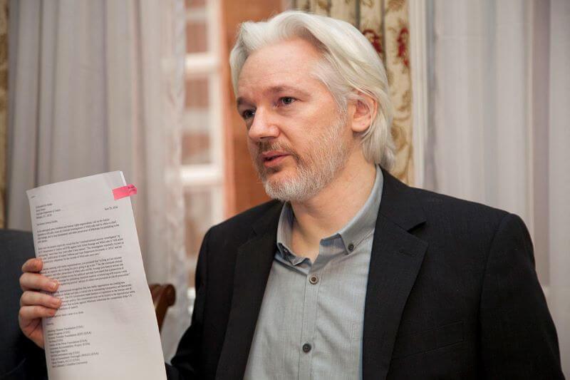 Julian Assange še ne bo okusil svobode