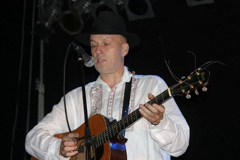 Kako se v slovenski glasbi uporabljajo narečja in slengi