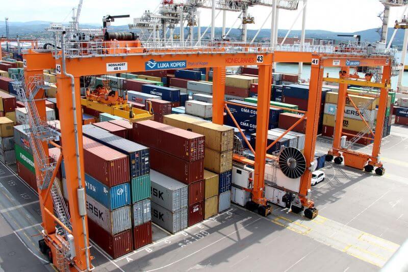 Novembrske številke o uvozu in izvozu odstopajo od letnega povprečja