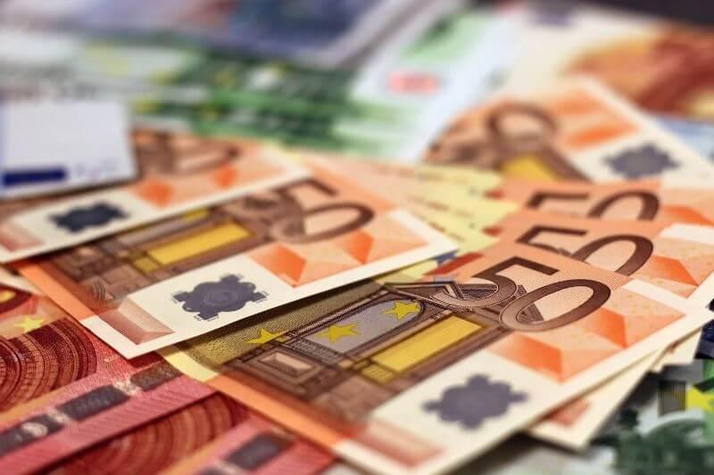 Slovenija včeraj odplačala 15 milijarde evrskih obveznic