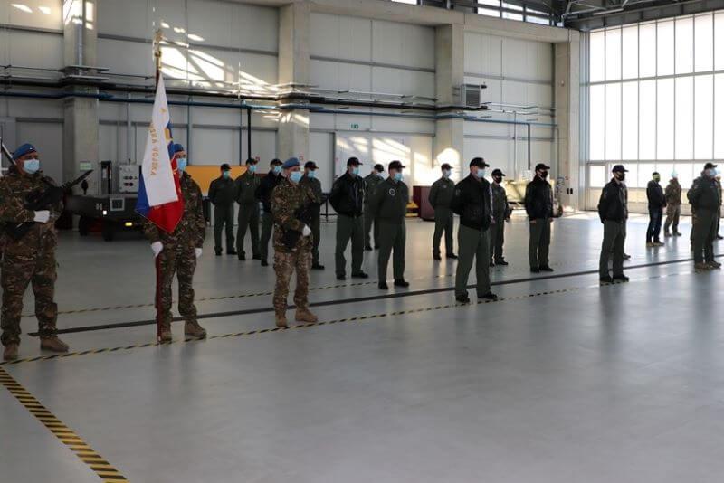 Slovensko vojaško letalstvo je lani že s prevozi pomagalo 617 osebam