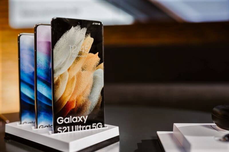 V petek na police trgovin prihaja nova serija Galaxy S21 pametnih telefonov