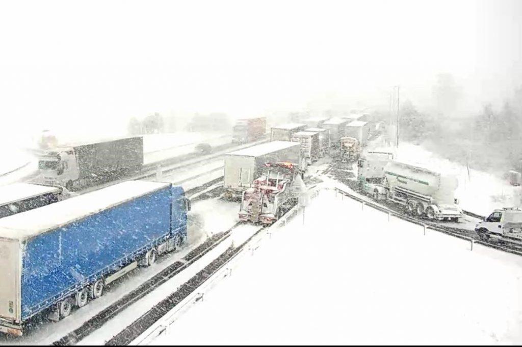 Zadnji udarec zime in težave po vsej Sloveniji
