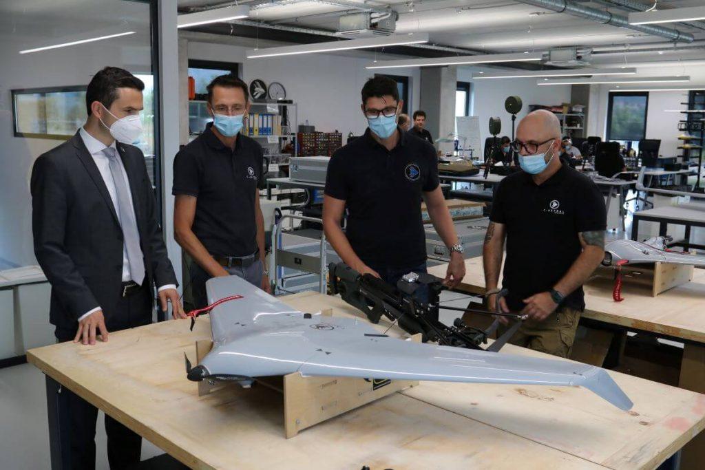 Slovenska vojska bo še bolj sodelovala z domačo letalsko industrijo