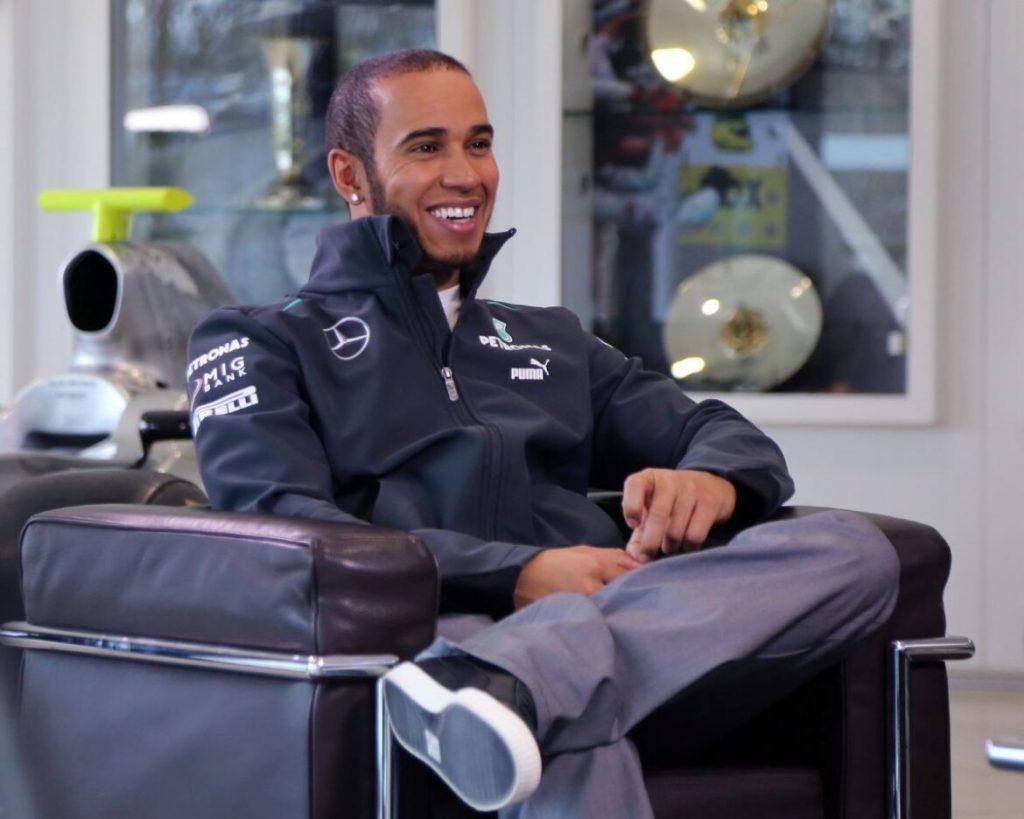 Hamilton še dve leti pri Mercedesu