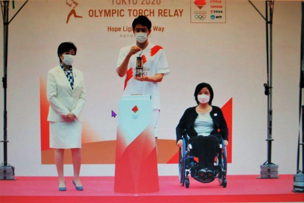 Olimpijski ogenj je prišel v Tokio, a v zagrenjenem ozračju