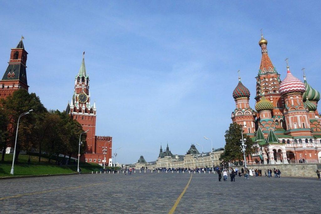 Poslanci zahtevajo zaostrovanje odnosov z Rusijo