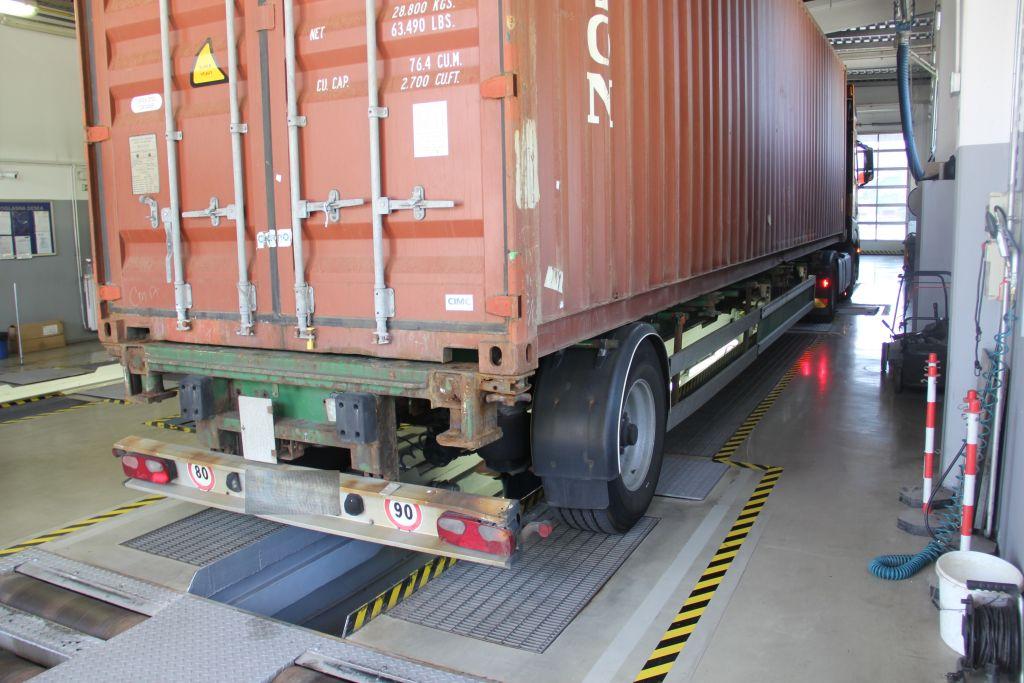 Prometne predpise je kršil najmanj vsak deseti tovornjakar