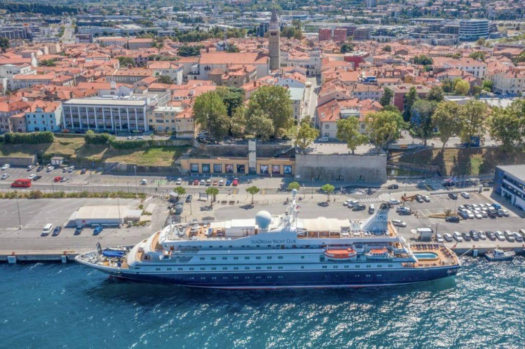 Danes je pristala prva potniška ladja po letu 2019