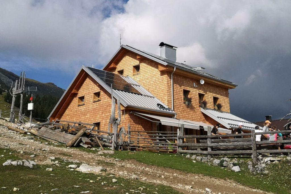 Zmagovalki sta Krekova koča na Ratitovcu in Dom na Kofcah
