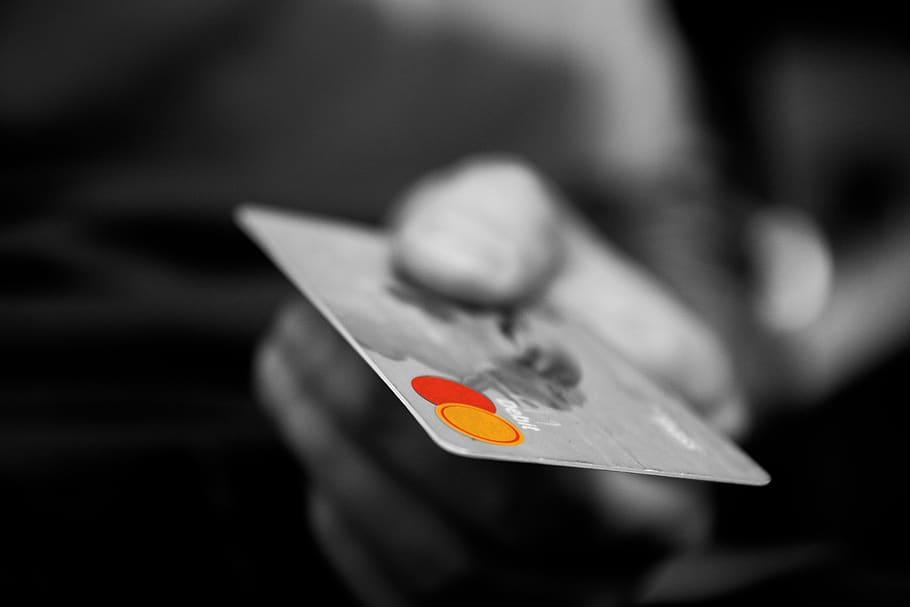 Lažni ponudniki ugodnih kreditov in vdori v službene računalnike