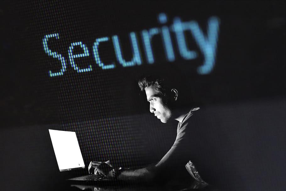 Predavanje o kibernetskih nevarnostih in revidiranju kritične infrastrukture