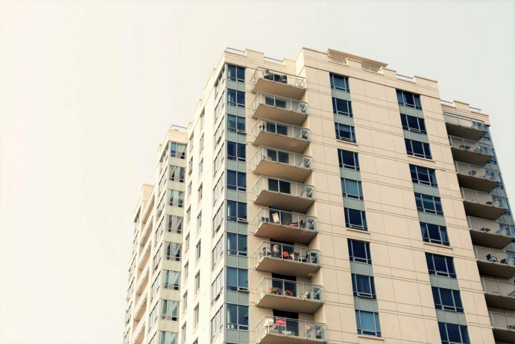 Preverili so upravljanje večstanovanjskih stavb in prodajo stanovanj