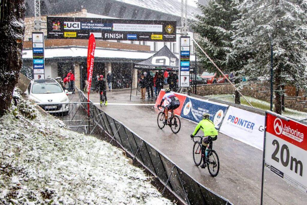 Slovenski kolesarji z lepo zbirko medalj z zasnežene Jahorine